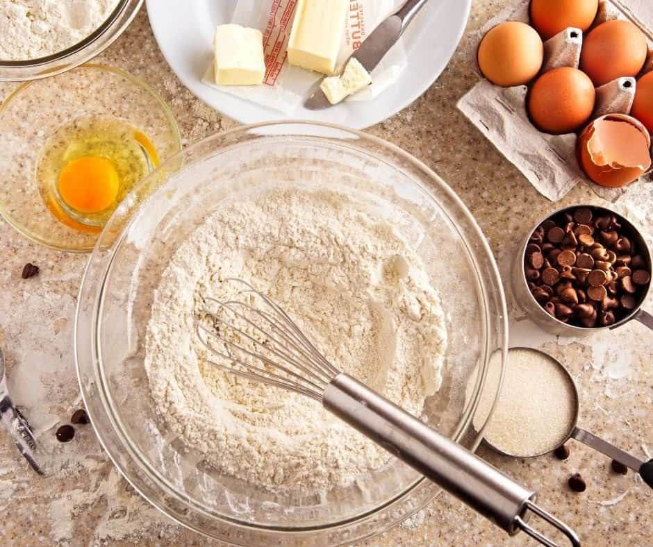In a large mixing bowl, mix the flour, salt, sugar, and baking powder. Then mix in the butter, eggs, heavy cream, and vanilla extract. Mix well.