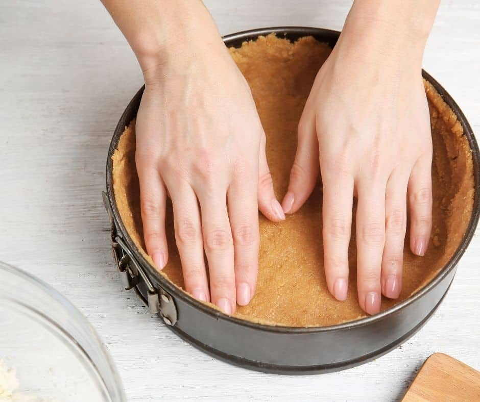 You want the mixture to be crumby little balls. Sprinkle the mixture into the pan and press it down firmly. Toss in the fridge for 30 minutes.