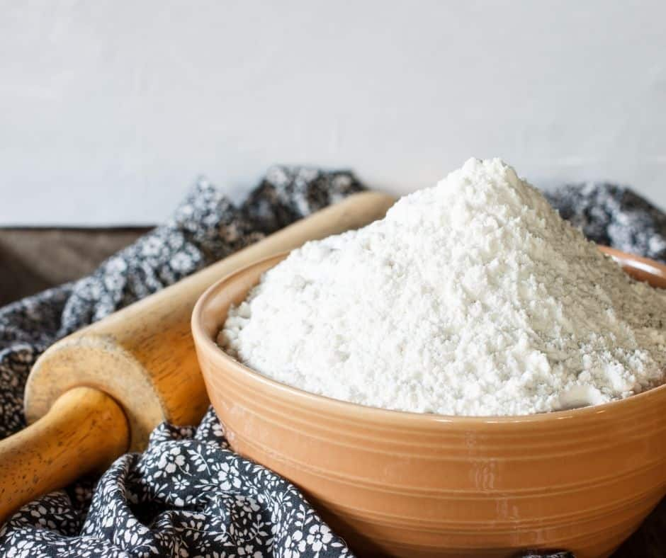 In a large mixing bowl, mix the flour, sugar, baking powder, and salt.