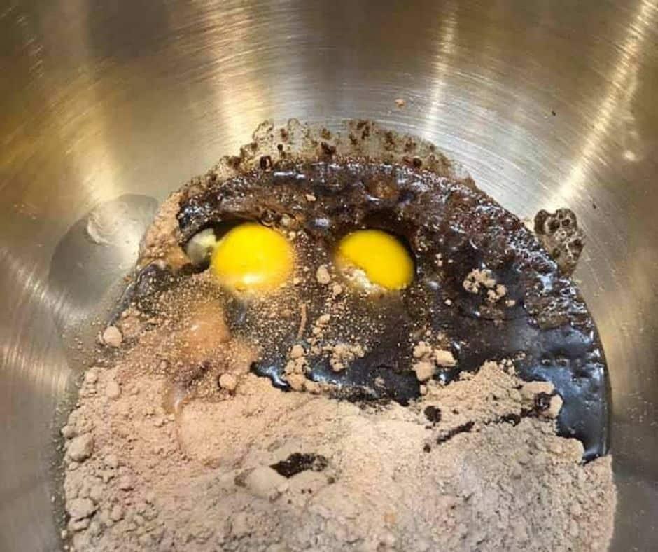 Cake-Mix-Egg-Vegetable-Oil-in-Bowl