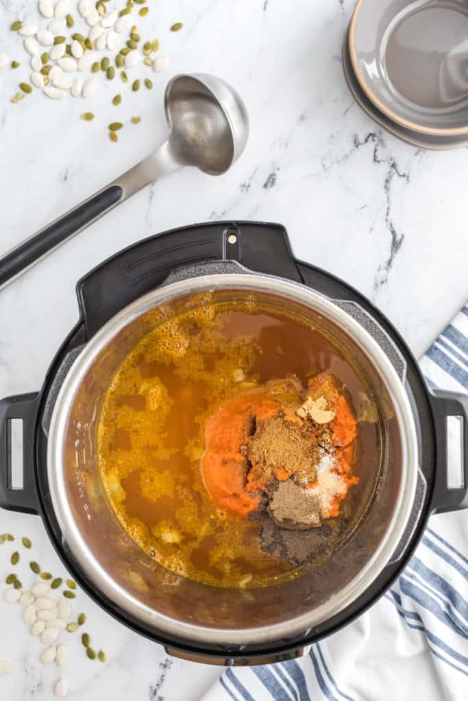 Instant Pot Curried Pumpkin Soup