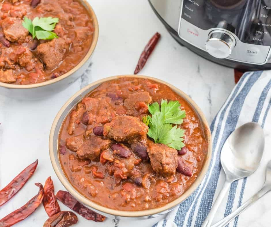 It's cold outside! What better way to warm up than with a big bowl of Instant Pot Chili Con Carne? This delicious Mexican dish is ready in under 30 minutes and can be made vegetarian or vegan. Get the recipe now for this hearty, filling, and healthy meal that will have you feeling good all over.